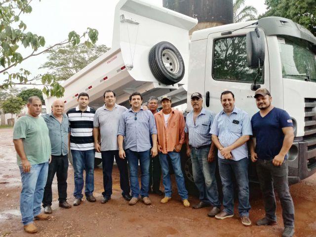 Prefeitura de Aquidauana reforça frota da Obras com aquisição de dois caminhões