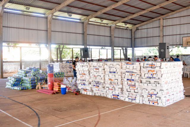 Famílias ribeirinhas de Aquidauana recebem doação de kits da Defesa Civil de MS