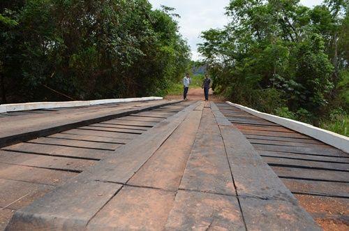 Prefeitura reforma ponte de 18 metros na aldeia Limão Verde