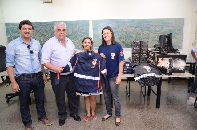 SAMU e Controle de Vetores de Aquidauana recebem novos uniformes